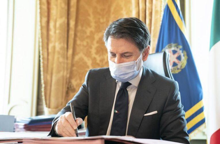 """Conte firma l'ennesimo Dpcm """"malgrado"""" le Regioni"""